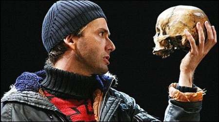 the brilliant use of soliloquy in the play hamlet Why does any actor hoping to be considered brilliant want to tackle it  on the surface, hamlet is a classic revenge play.
